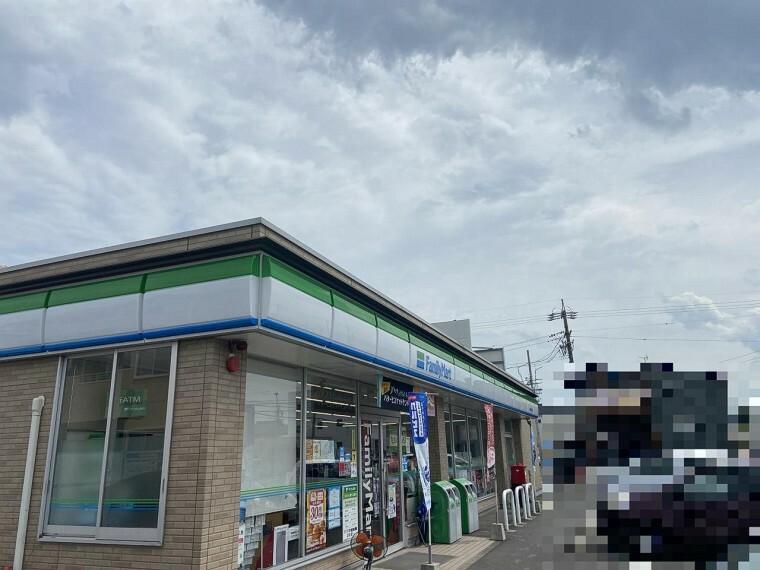 コンビニ ファミリーマート 弥富平島中店 約600m(徒歩約8分)