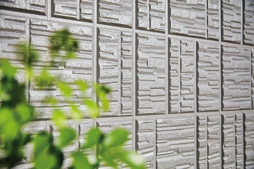 【ジオマイト外壁】石素材をモチーフとした重厚感のある外壁。
