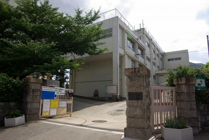 中学校 【中学校】宝塚市立宝梅中学校まで573m