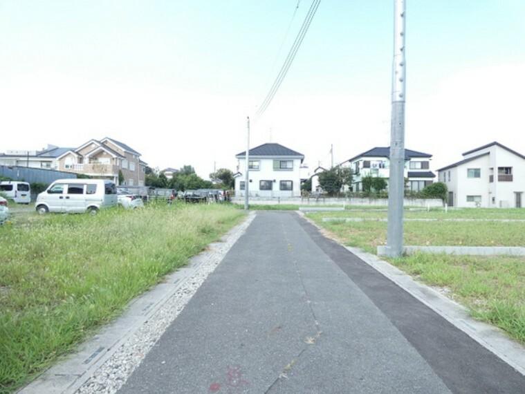 現況写真 第一種低層住居専用地域ですので、辺りは閑静な住宅街が広がります。