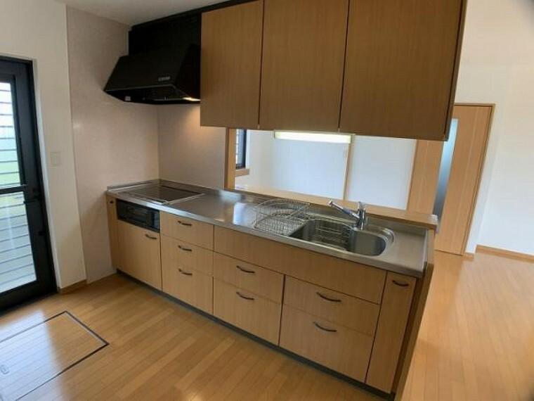 キッチン 「キッチン」 クリーニングしております。収納豊富なキッチンです。