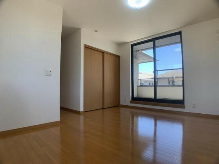 「2階西側洋室」約7.8帖のお部屋です。寝室や子供部屋として重宝しそうですね。