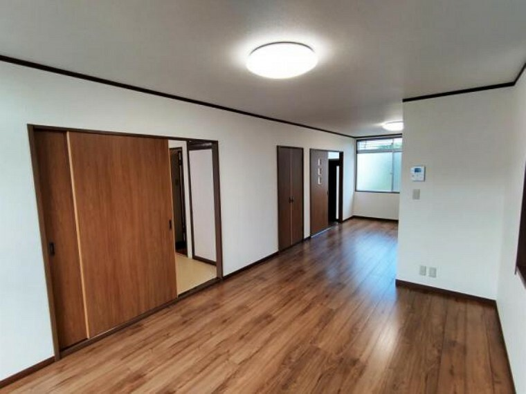 居間・リビング 1階LDK 南側から