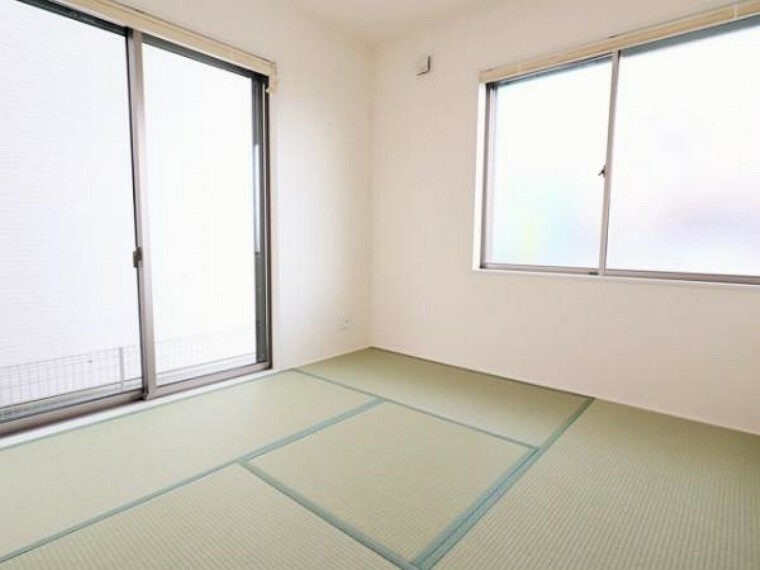 同仕様写真(内観) \同仕様写真/い草香る畳スペースは、使い方色々!客室やお布団で寝るときにぴったりの空間ですね。