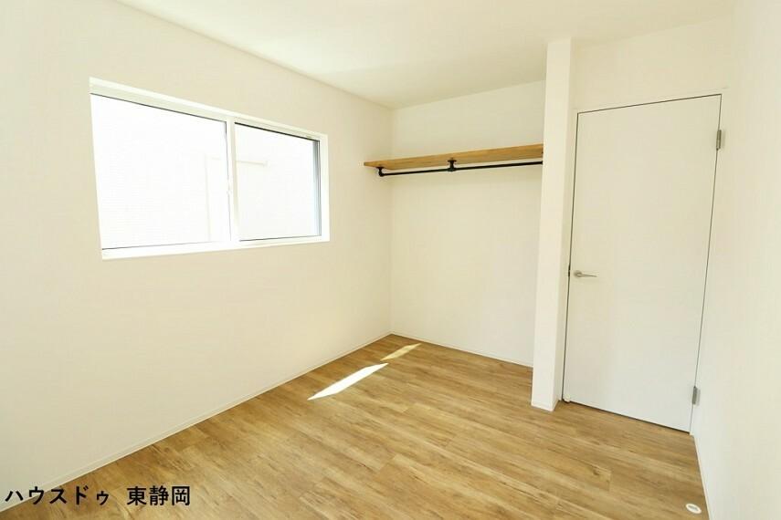 洋室 間取り図左側5.8帖洋室。