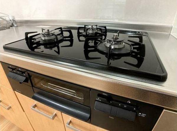 キッチン ガスコンロ新規交換し気持ちよく使えます。