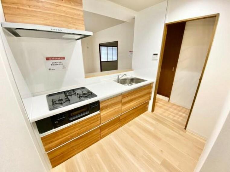 キッチン リビングを見渡せる対面式キッチンです