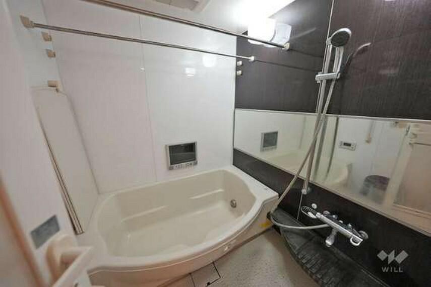 浴室 お風呂です。浴室乾燥機等の設備機能も充実しております。また、浴槽はゆったりとしたお造りですので、大人も足を伸ばして疲れを癒していただけます。