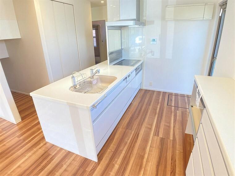 キッチン 広々スペースでお子様と一緒にキッチンに立ってお料理が作れます!