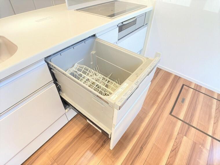 キッチン 食器を洗っている間にお掃除など、様々なシーンで家事の時短に役立つビルトイン食洗機