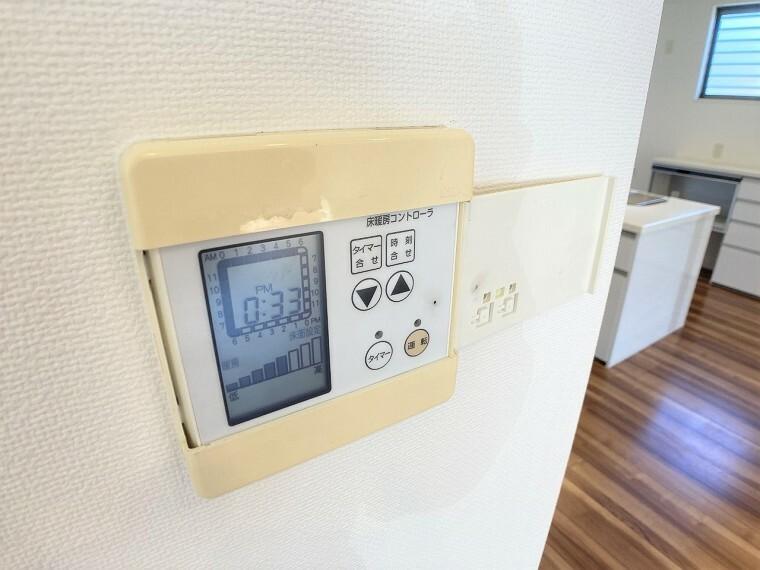 冷暖房・空調設備 寒い日もお部屋全体をあっためてくれる床暖房