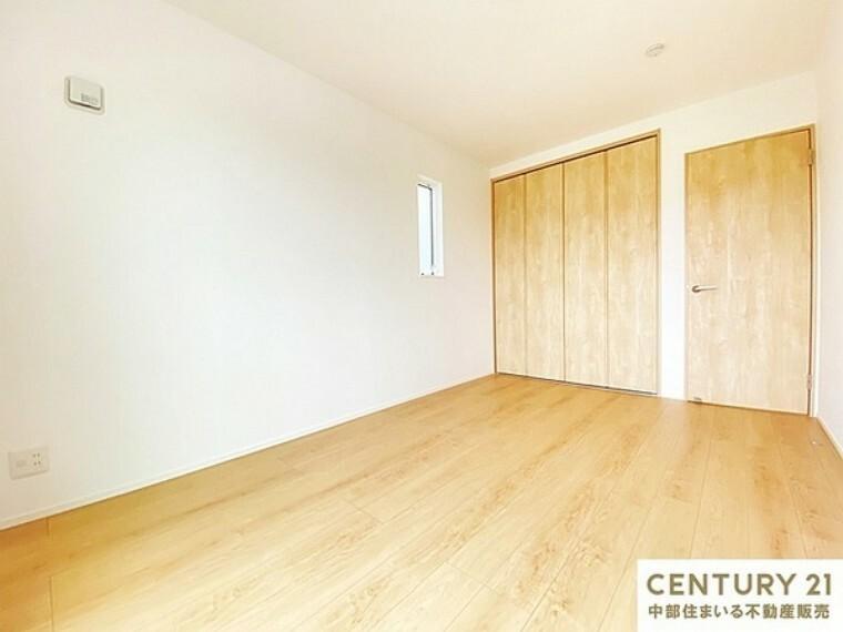 洋室 6.7帖の洋室 明るく風通しの良いクローゼット付きの洋室です。子供部屋にピッタリです。