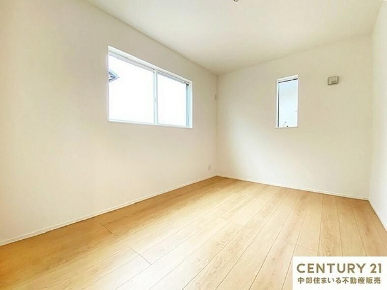 子供部屋 6帖洋室 2面採光の明るい洋室は日差しが注ぎこんで快適なプライベートスペースになりそうです