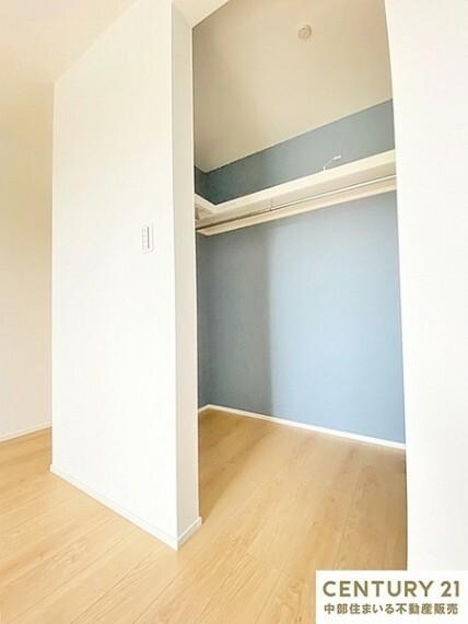 収納 8.2帖洋室 ウォークインクローゼット 洋室洋服をシワなく整理できたり、スーツケースも楽々しまえるゆとりの収納空間