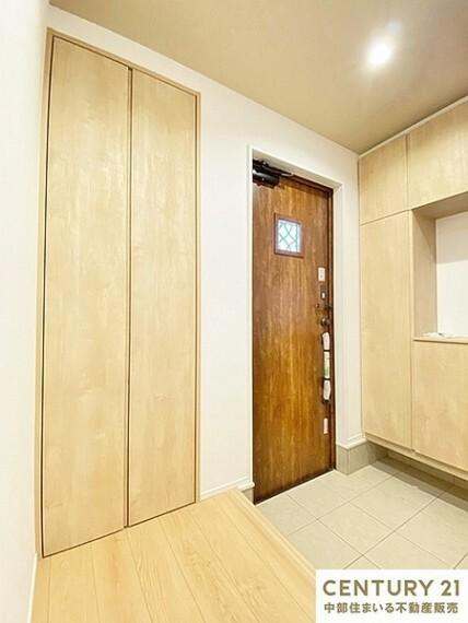 収納 1階の廊下にも収納があるので季節家電などの収納にも便利です。