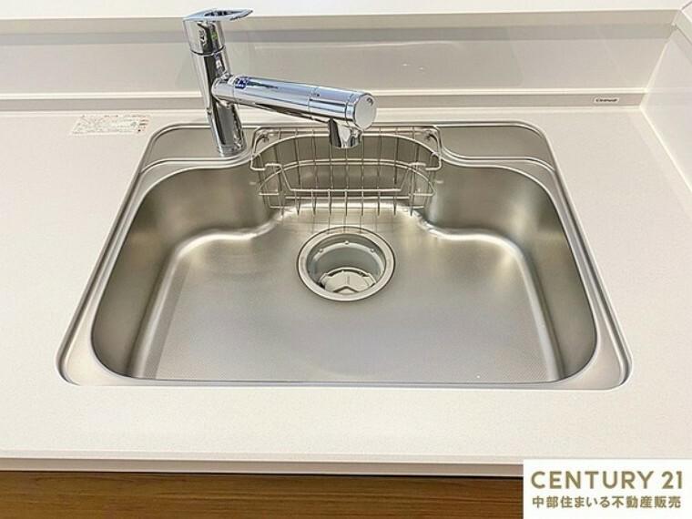 キッチン 広々シンクで洗い物もラクラクです