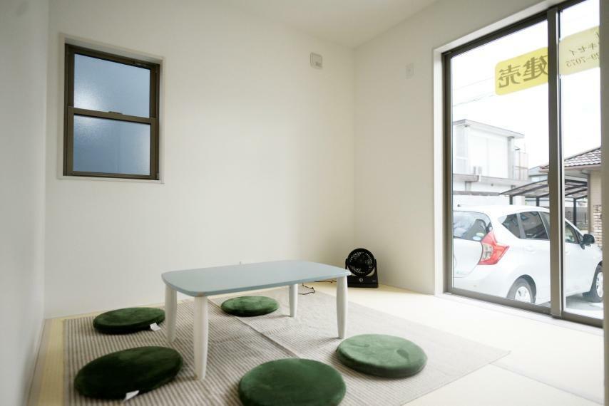和室 お庭に面した和室は客間やお子様の遊び場など様々にお使いいただけます。
