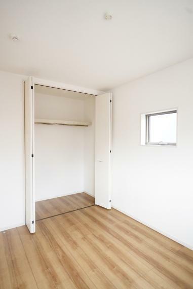 洋室 全居室収納完備でお部屋を広く使用できます。