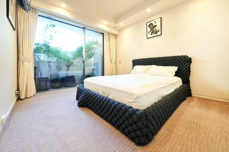 寝室 10帖のマスターベットルームには、1.9帖のゆとりあるWICを完備。天井高も2550mmと開放感のある空間を演出しています。