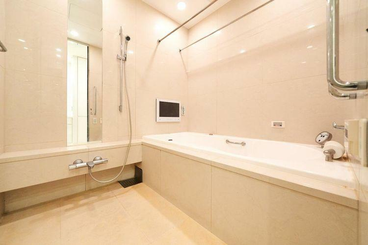 浴室 JAXSON社製ジェット&フロアーバスを設置。浴室TVの装備もございますので、噴流で癒しを感じながらTVをご覧いただくことができます。