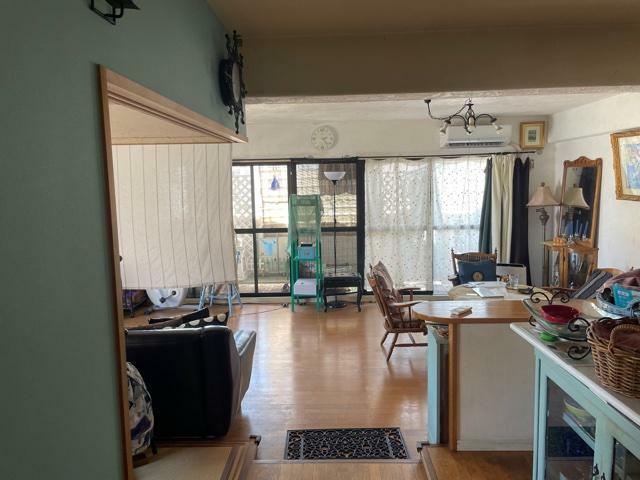 リビングダイニング 採光性良好な南向きのLDK!壁面・天井には調湿・消臭効果のある漆喰を使用!