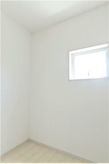 収納 ストレージルーム同仕様例。 コタツや扇風機などかさばる物もポンポン収納できます!