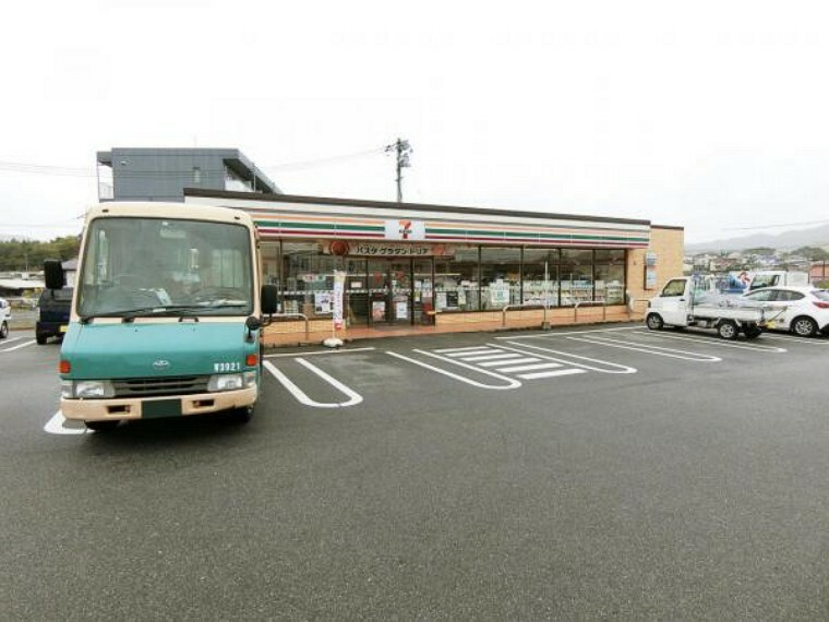 コンビニ セブンイレブン 東広島西条東子店