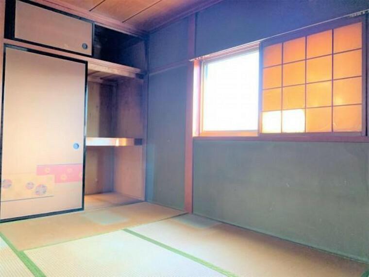 【リフォーム中】2階和室6帖です。和室を洋室7.5帖へ間取り変更、クッションフロア張り、クロス張替え、照明交換を予定しております。ベッドと机を置いても圧迫感なく使えるお部屋です。