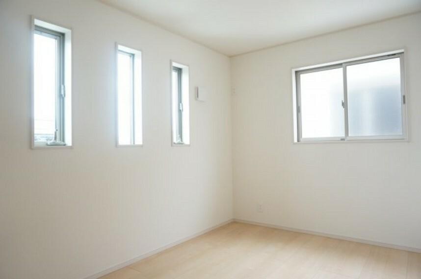 子供部屋 お子様の成長を見守るお部屋。収納付きで安心ですね