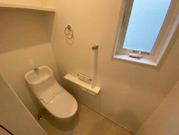 トイレ 1階、2階にそれぞれトイレが設置されているため、朝ご家族で混雑することが避けられますよ写真は1階トイレ