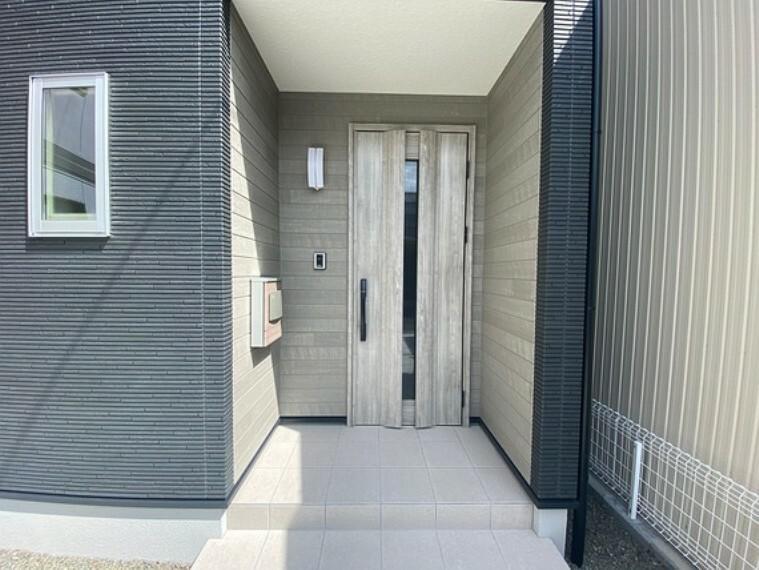 玄関 玄関ドア!便利なリモコンキー機能付、ディンプルキー+ダブルロックで防犯性も高いワンランク上の仕様です