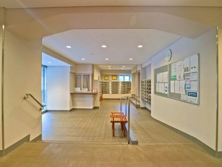 エントランスホール 帰宅されるご家族や、訪れる方を優しく迎える・安らぎに満ちた生活空間を予感させてくれます。