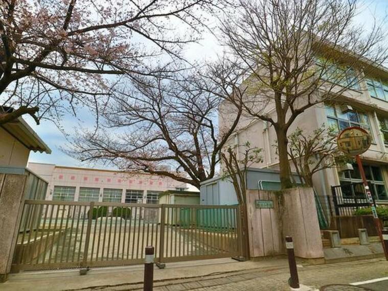 小学校 世田谷区立松丘小学校 約750m