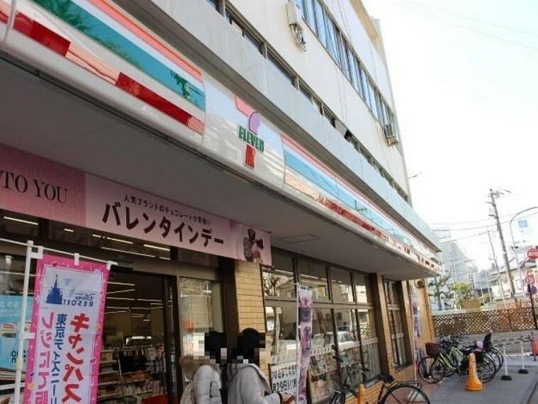 コンビニ セブンイレブン六浦駅前店(便利な24時間営業のコンビニエンスストアです。)
