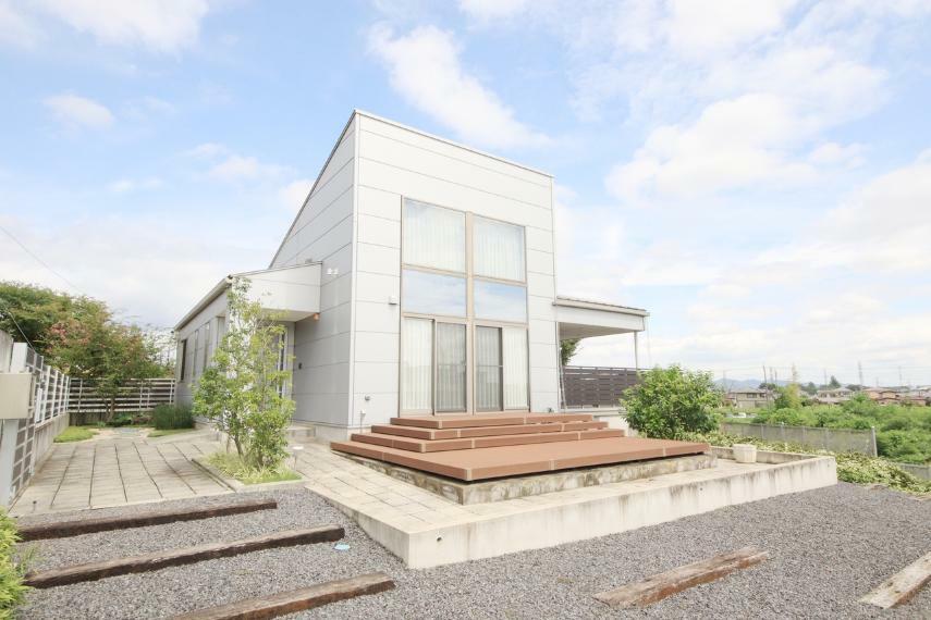 外観写真 35坪の贅沢な平家。 眺望も愉しめるデザイナーズハウス。