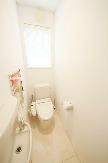 トイレ 収納があり、スッキリ片付きますね(*^^*)