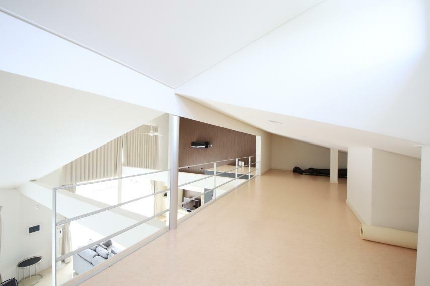 8帖ロフト物置としても、プライベートな空間としても使えそうな広さです。
