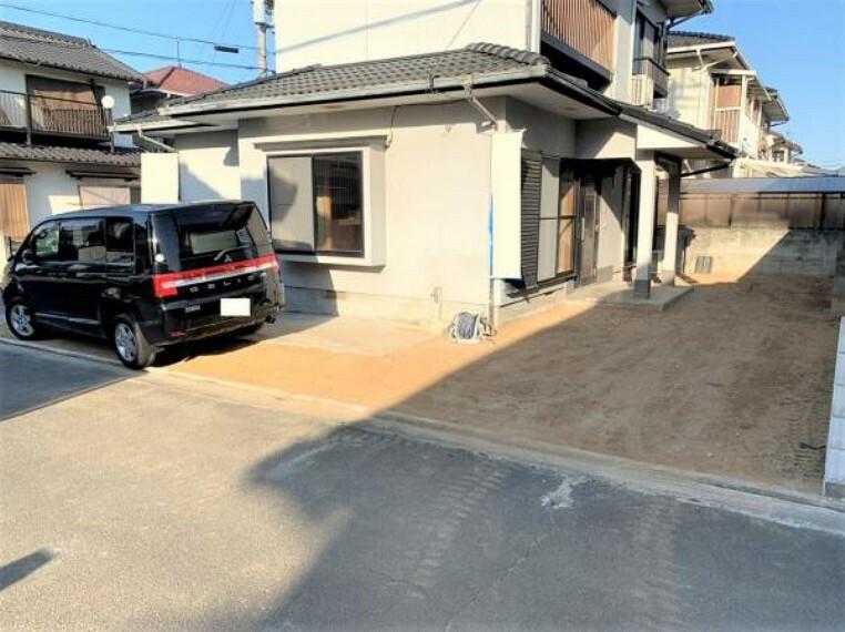 駐車場 【リフォーム中】駐車スペースは花壇を撤去し拡張して、2台駐車可能にします。