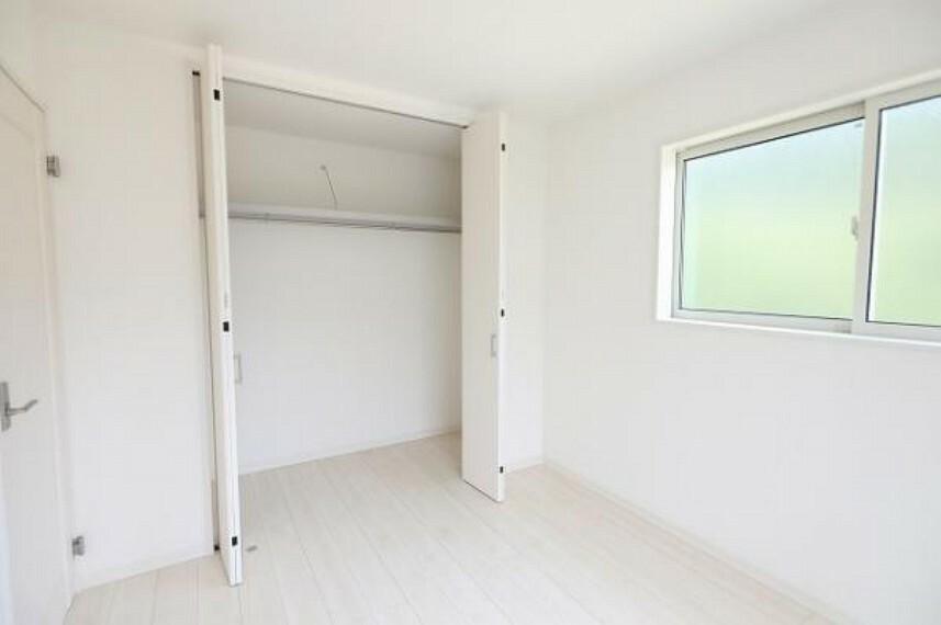 同仕様写真(内観) \同仕様写真/季節の物もすっきり片付く便利な収納スペースです!