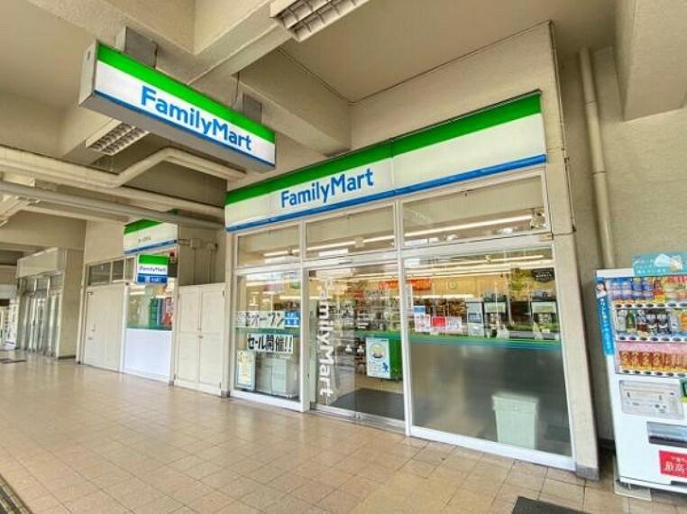 コンビニ ファミリーマート 泉ヶ丘駅前店