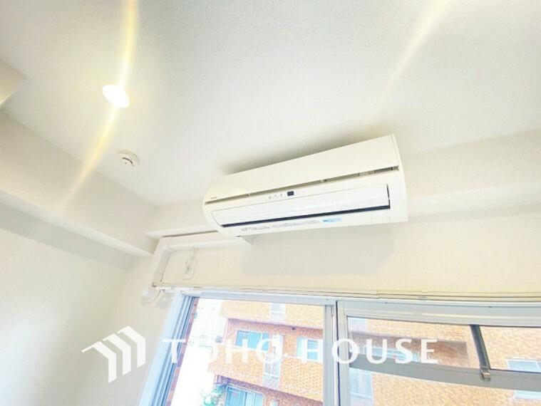 リビングダイニング エアコン付きで夏は涼しく、冬は温かい空間に