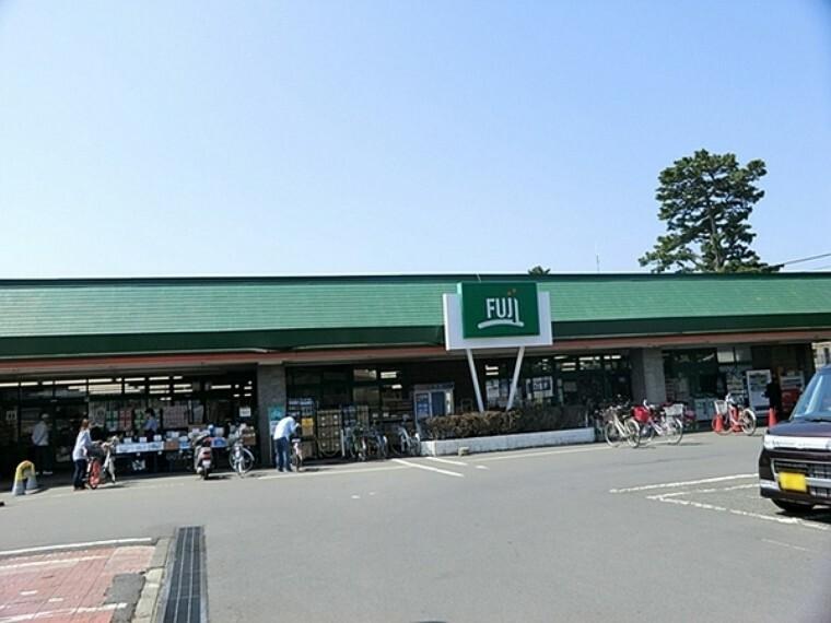 スーパー FUJI鶴嶺店 当店はオープン30年余、特に野菜、魚、肉などの生鮮品は鮮度・品揃えで地域一番店を自負しております