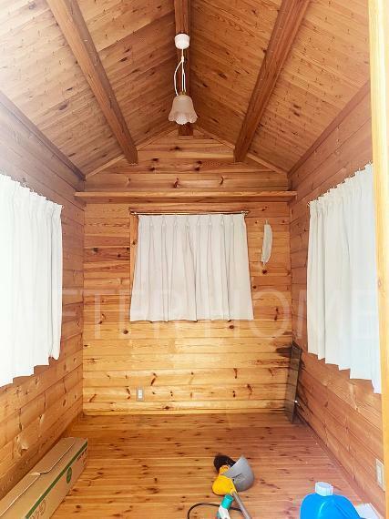 小屋の室内