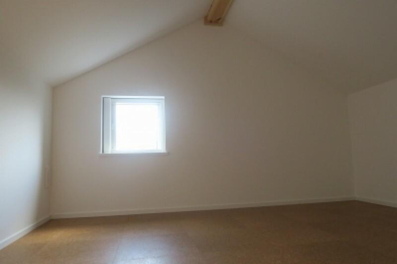 たっぷり収納できる屋根裏部屋。