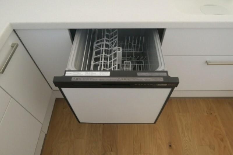 省エネ ・ 衛生的な食器洗乾燥機付。