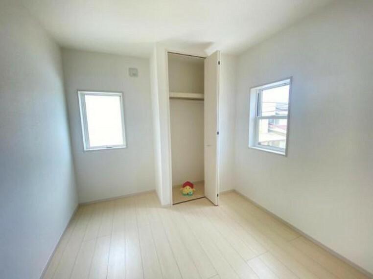 同仕様写真(内観) 【洋室】各洋室快適さとプライベートを配慮した設計になっています!各室収納を完備!