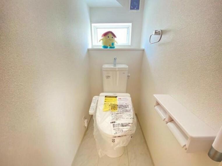 ウォシュレットなど多機能が付いたお手入れしやすい快適なトイレ。