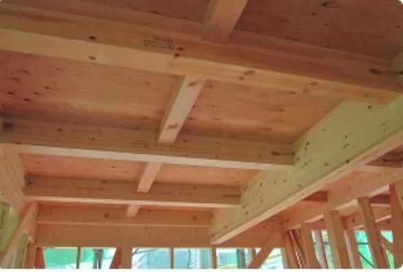 構造・工法・仕様 一建設の住まいでは、1階と2階の床に「剛床工法」を選びました。横からの力にも非常に強い構造となります。