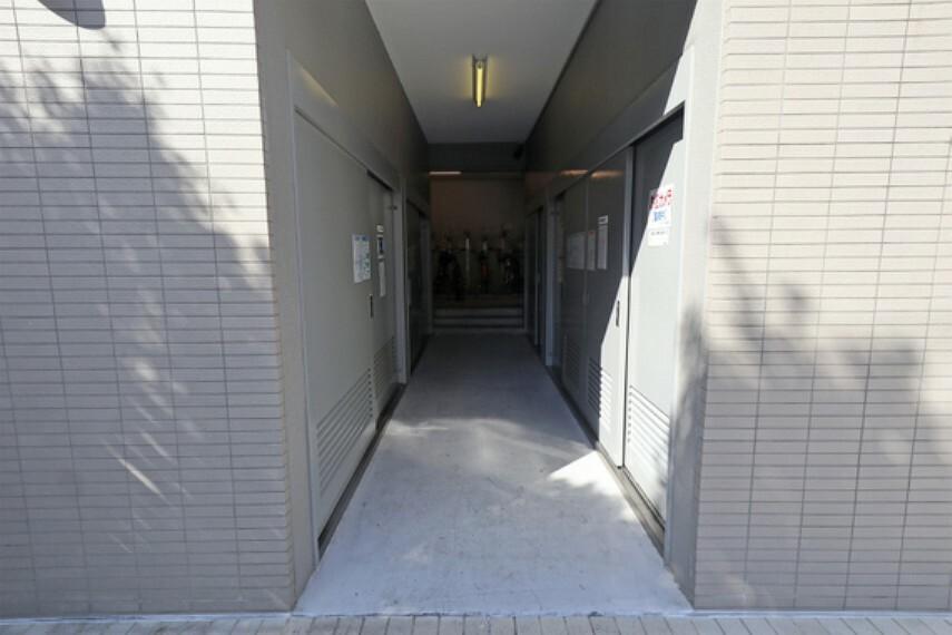 駐車場 敷地入り口-(2)