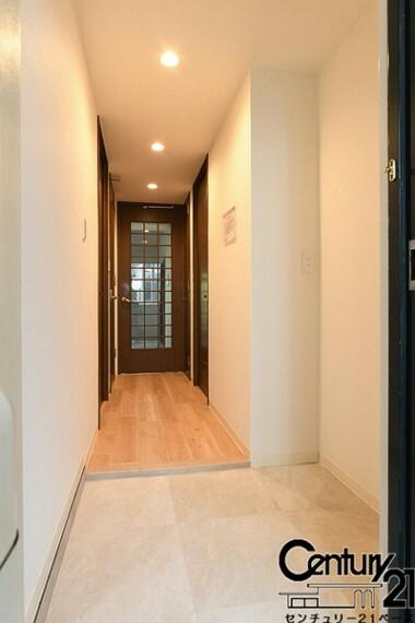 玄関 ■現地撮影写真■スッキリとした明るい玄関が家族やお客様を迎えてくれます!